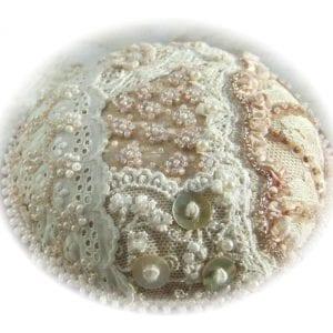 Vintage-lace-and-pearls-Soft-edge-vignette